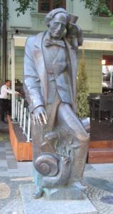statuesnail